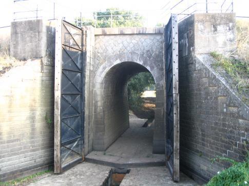 BAT Porte sous la levée